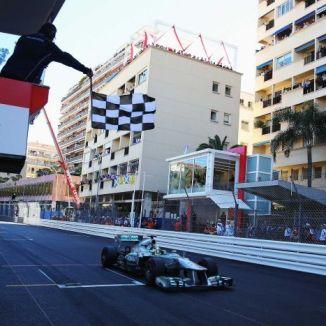 Monacos Grand Prix körs på vanliga gator i Monte Carlo. Här tar Nico Rosberg målflaggan. (Foto: Bryn Lennon/Getty Images)