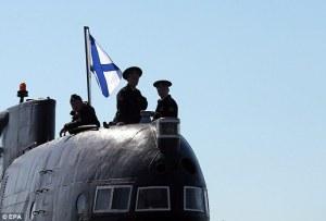 Rysk ubåt med örlogsflagga