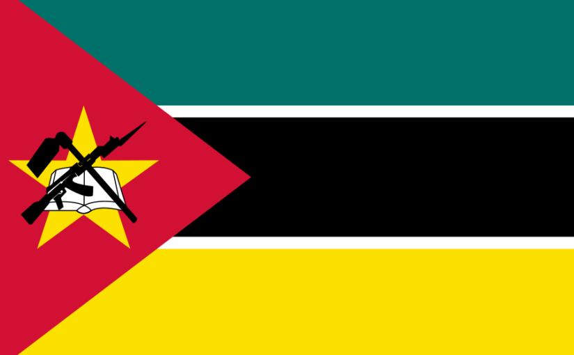 Moçambique – Flaggan med både Kalasjnikov ochbok