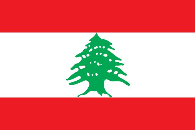 Flagga med liggande fält rött, vitt, rött. Grönt cederträd i mitten.